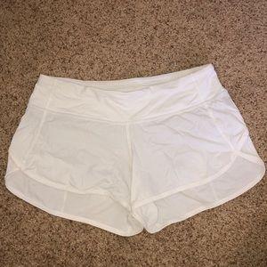 """Lululemon Speed Up Short 2.5"""" White Size 4"""
